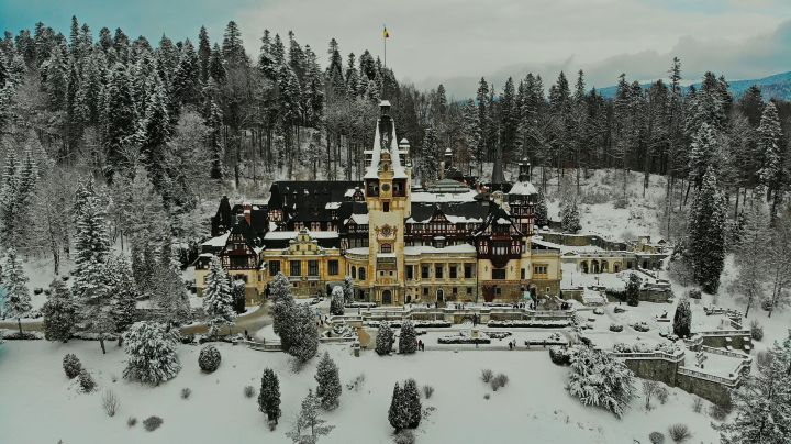 Peles_Castle_view from the outside_small